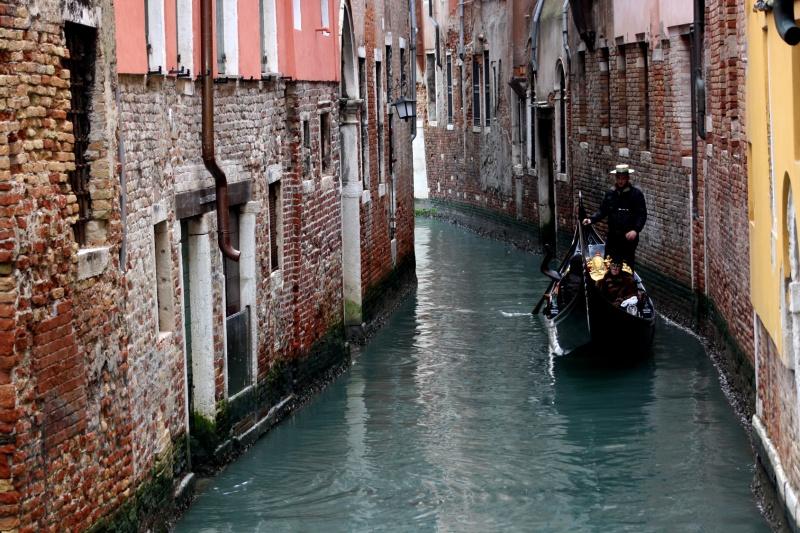 Gondola in Canale a Venezia