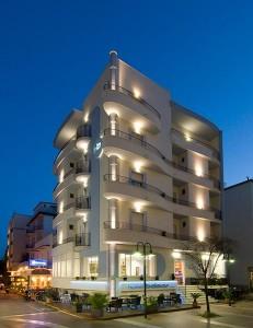 Hotel Belmar di sera