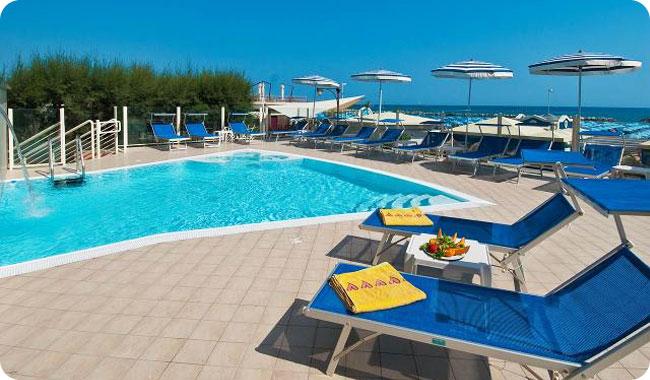 Hotel con piscina a Cattolica